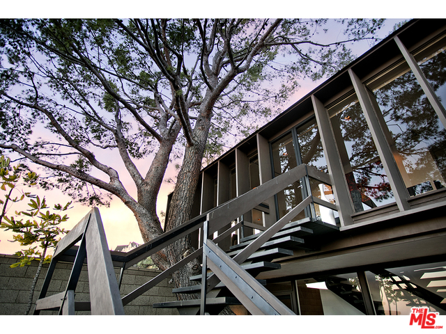 Hollywood Hills Real Estate Company | Living in Hollywood Hills | Hollywood Hills Neighborhood
